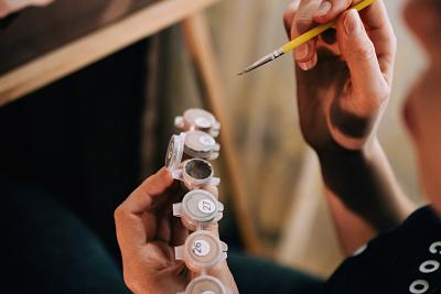 Cómo aplicar la teoría del color en la pintura sin morir en el intento
